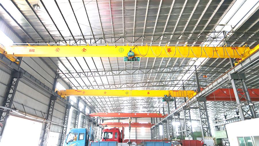 台冠-铝合金轨道双梁起重机在新能源行业应用
